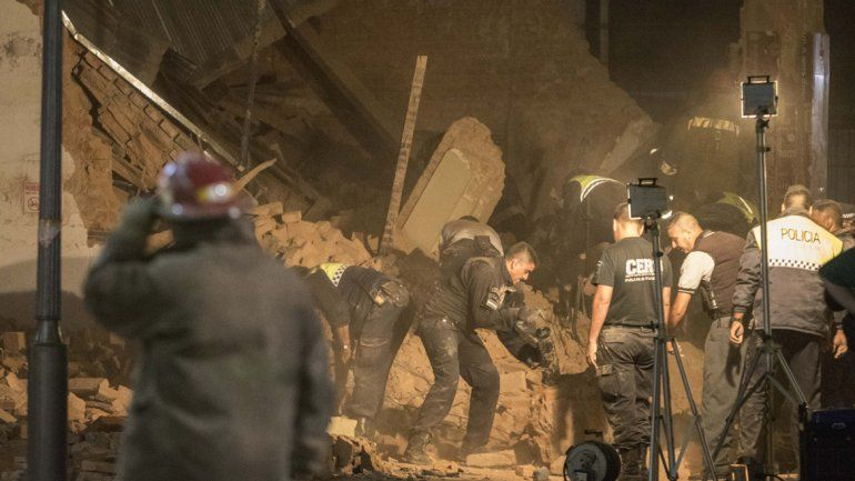 Tres muertos en el derrumbe de un ex cine en Tucumán