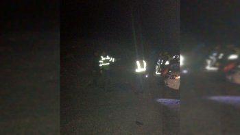 ruta 22: mueren dos policias en choque frontal en arroyito