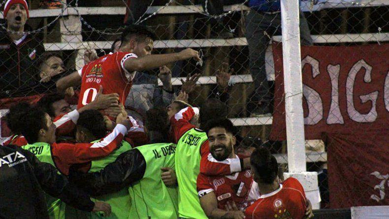 Maipú le ganó a Chaca en el primer partido que se jugó en Cutral Co. Sarmiento despachó a Racing en Banfield.