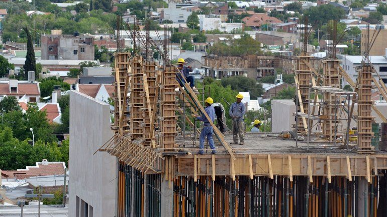 La construcción emplea a más de  13 mil trabajadores
