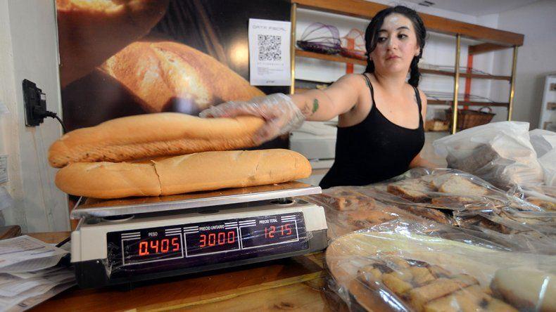 Subió la harina y el kilo de pan trepó hasta los 50 pesos