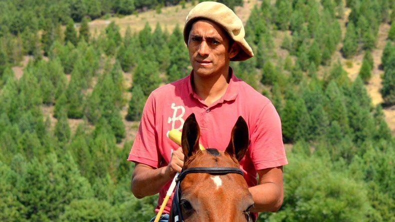 De Junín de los Andes a entrenar caballos de polo en Inglaterra