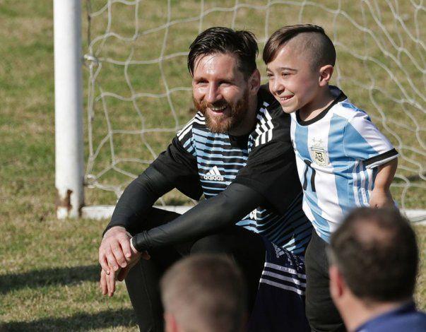 La foto de Lionel Messi con una de las figuras de la Selección argentina de Talla Baja
