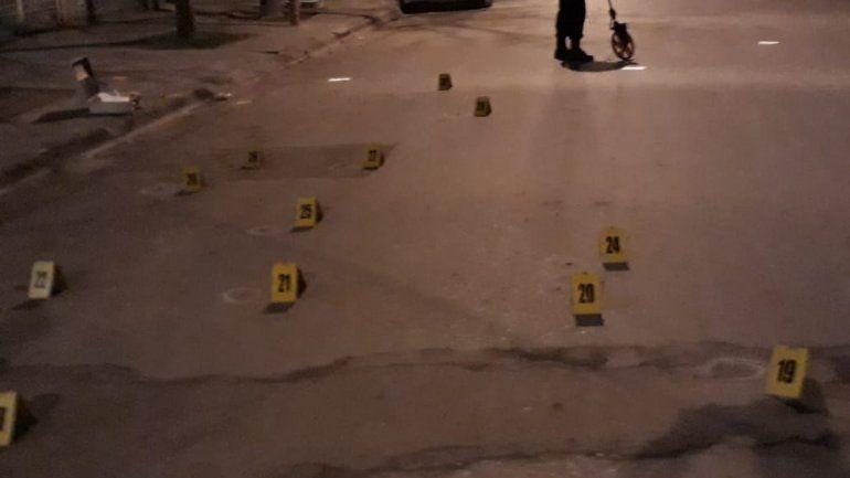 Cipolletti: baleó una casa y autos en un ajuste narco