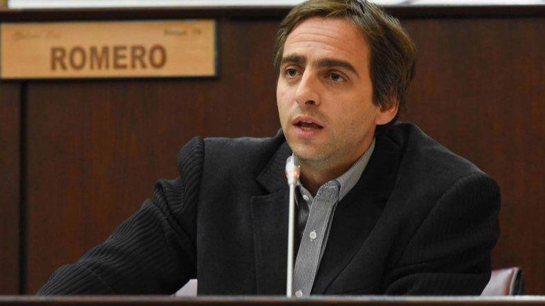 El diputado provincial exigió que no se devuelvan los días descontados a los docentes por el paro.