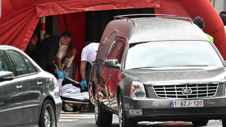 El hombre atacó a las dos policías con un cuchillo