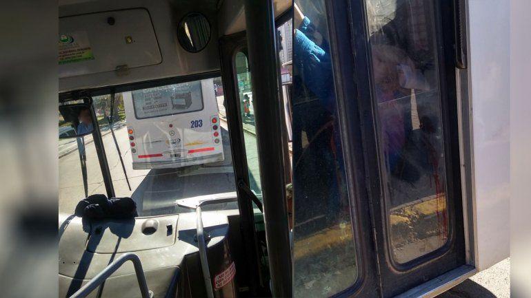 Viaje peligroso: una mujer se cayó y se lastimó la cabeza, en un Pehuenche, por una brusca maniobra del chofer