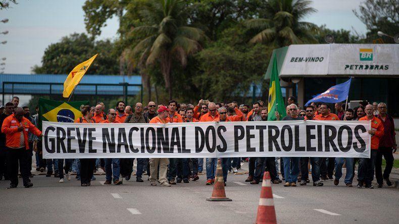 Protestan por el aumento de los precios de los combustibles.