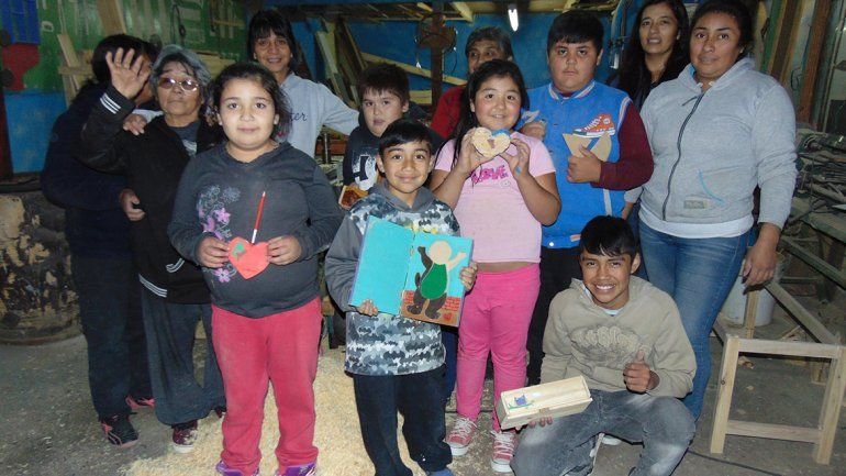 Más de 30 alumnos asisten al taller de carpintería en Mariano Moreno.
