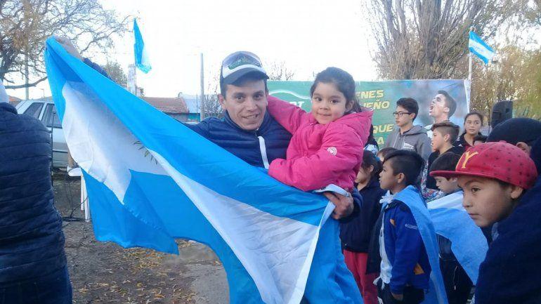 Padres e hijos fueron a brindarle su apoyo al jugador del Sporting Lisboa.