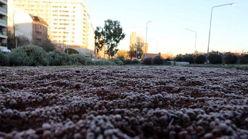 La ciudad amaneció congelada y se espera una semana bajo cero