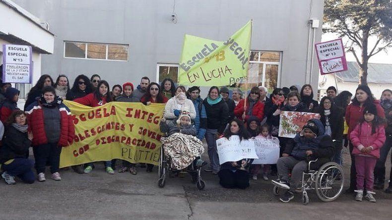 Chicos discapacitados de Plottier reclamaron por su escuela