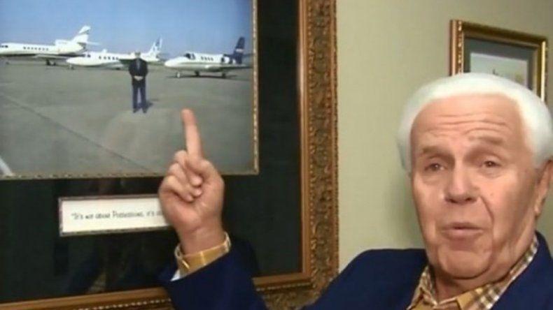 Insólito: un pastor evangélico le pide plata a sus fieles para comprarse un avión