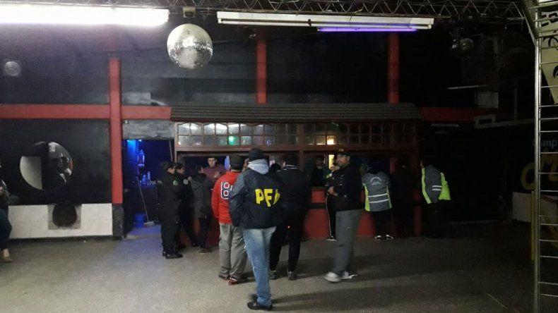 El Chañar: allanaron y multaron a un boliche por trabajo en negro