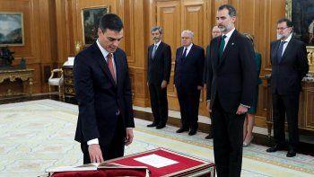 Pedro Sánchez juró ante el rey y ya es el sucesor de Rajoy