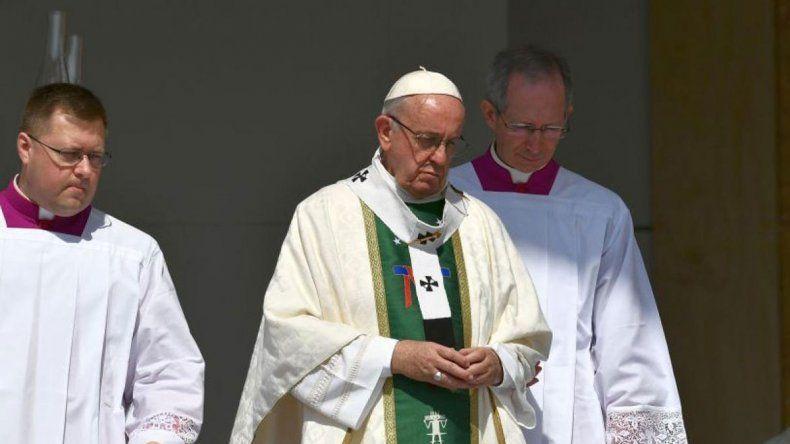 El Papa dio misa junto a los curas abusados en Chile