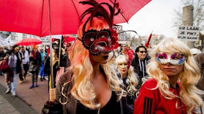 Prostitutas del barrio rojo protestaron en su día