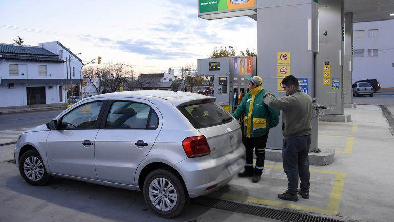 Con el aumento, el litro de nafta súper ya cuesta $21,51