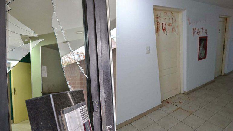 Las pintadas alertaron a los vecinos del edificio.