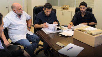 El director del hospital Adrián Lammel encabezó la apertura de sobres de la licitación que se realizó en el CAM.
