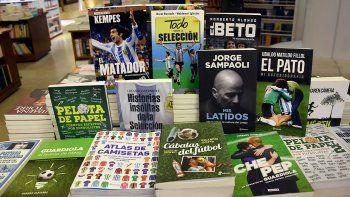 LIBROS QUE SALEN A LA CANCHA. Una vez más, la pasión por el fútbol le abre las puertas a la pasión lectora.