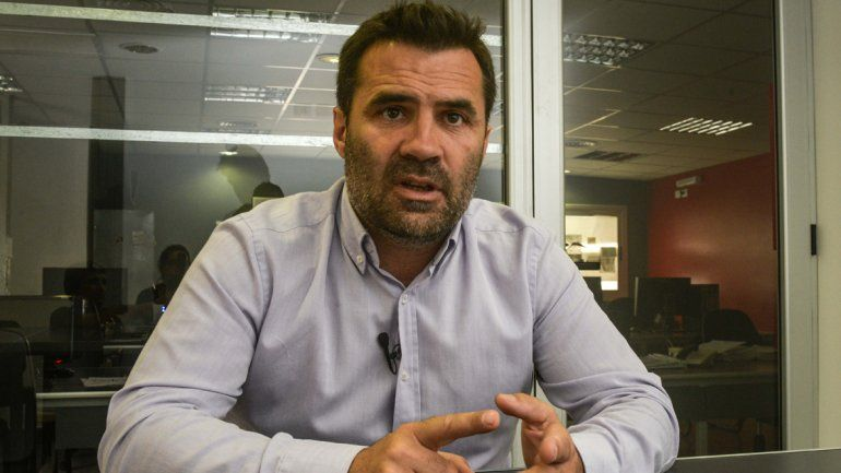 Darío Martínez va a Houston a exigir licencia social