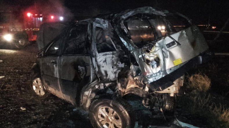Abandonaron un auto a la vera de la Autovía Norte y lo prendieron fuego