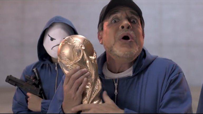 Bossi anticipa el Mundial con Diego, Messi y un plan al estilo La Casa de Papel