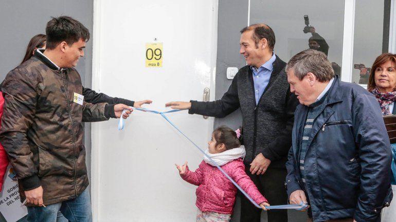 Gutiérrez entregó 24 viviendas en el barrio Cuenca XVI
