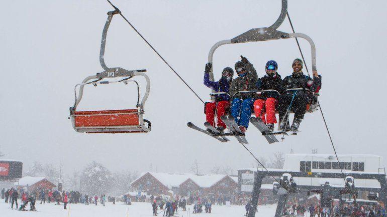 La nieve y el dólar alto favorecen el turismo
