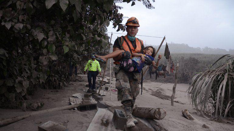 Casi 200 desaparecidos tras la erupción de un volcán en Guatemala
