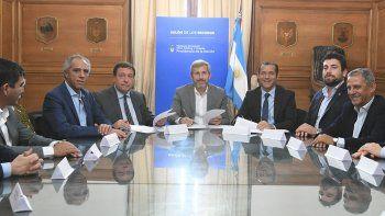 Omar Gutiérrez, gobernador de la provincia y Horacio Pechi Quiroga, participaron de la firma.