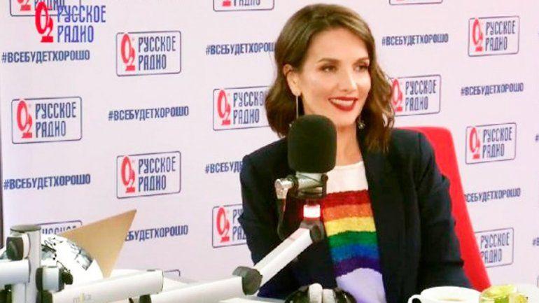 Oreiro desafió las leyes de Rusia al lucir una bandera LGBT.