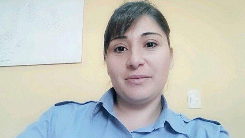 Policías heroínas rescataron a un joven de las llamas