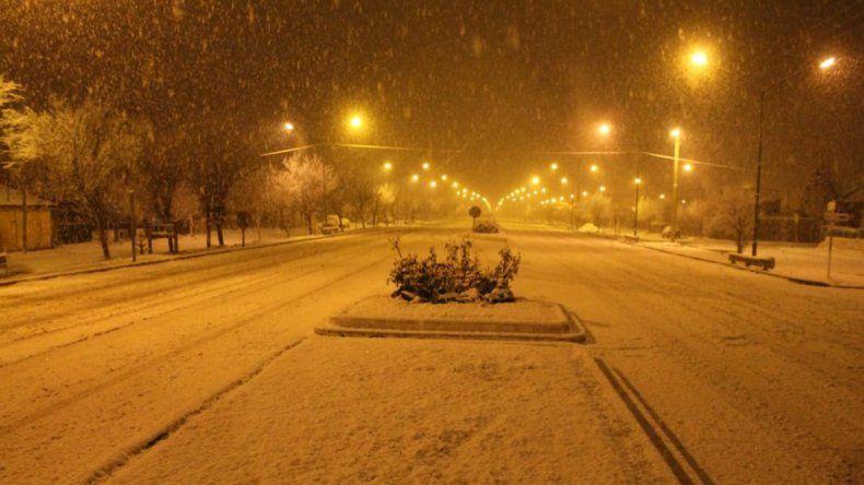 Las intensas nevadas y lluvias complican el tránsito en toda la provincia