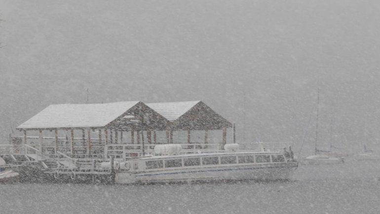 Postales de una mañana nevada en Neuquén