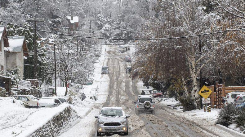 La nieve deja sin luz a varias localidades del interior