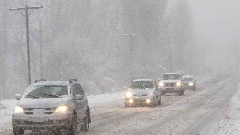 La nieve aisló la cordillera: está cortado el tránsito en las rutas 40 y 237