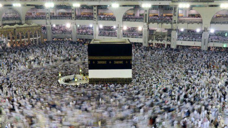 Se suicidó arrojándose del techo de la Gran Mezquita