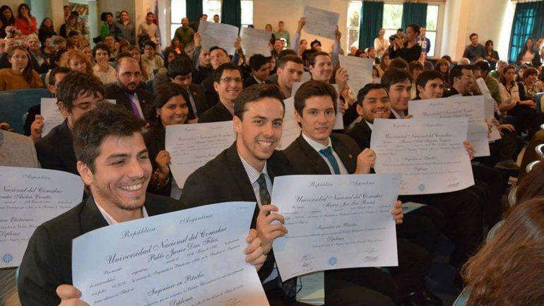 Uno de cada seis neuquinos se graduó de una carrera
