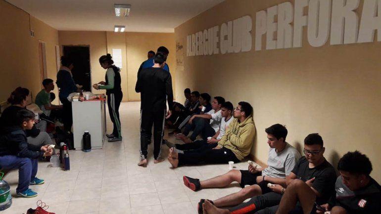 La odisea de un equipo de fútbol para volver a casa por el temporal
