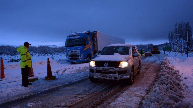 La nieve aisló ciudades y afectó servicios básicos