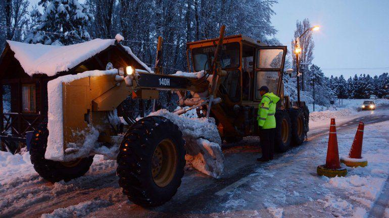 Vialidad sigue limpiando las rutas tras el temporal de nieve