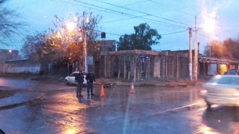 Un auto embistió a una ciclista en el barrio Don Bosco III