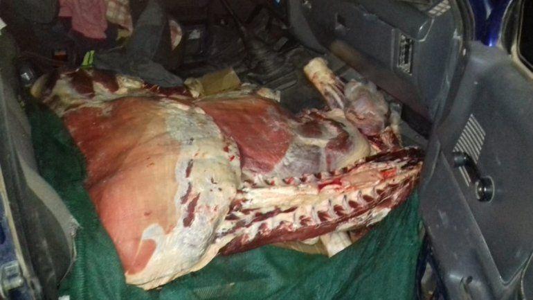 Llevaban un ternero faenado en un auto de Mendoza a Rincón de los Sauces