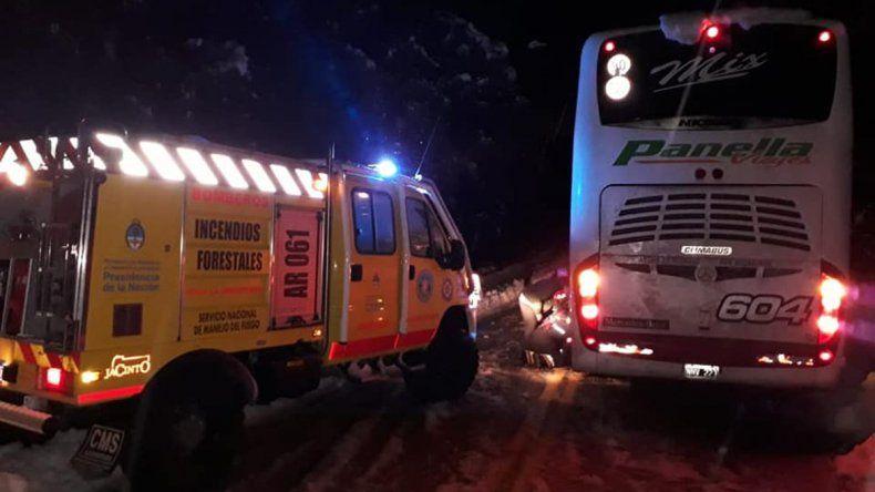 Evacuaron a pasajeros que quedaron varados en la Ruta de los Siete Lagos