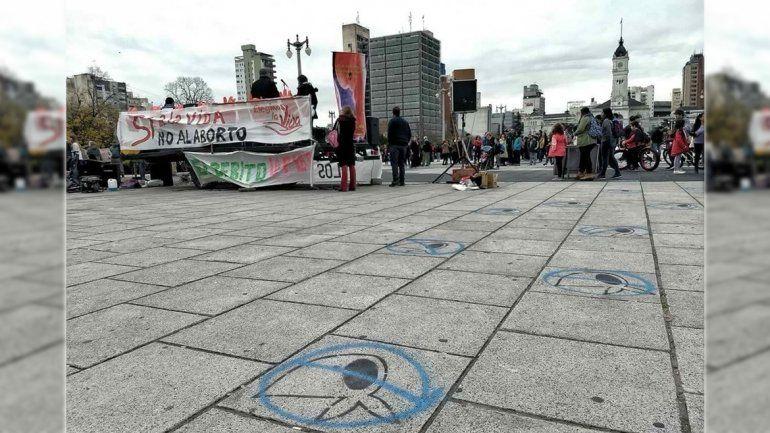 Repudian pintadas contra los símbolos de  Madres en La Plata