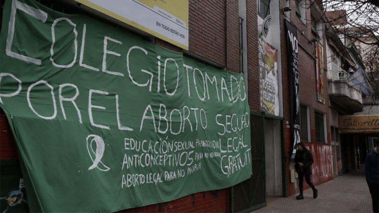 Once colegios tomados por alumnos a favor del aborto legal