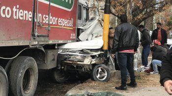 Murió el bebé que iba en el auto aplastado por el camión