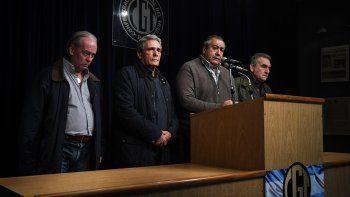 Carlos Acuña, Héctor Daer y Juan Carlos Schmid integrantes del consejo directivo de la CGT decidieron hoy llamar a un paro nacional de 24 horas, sin movilización.